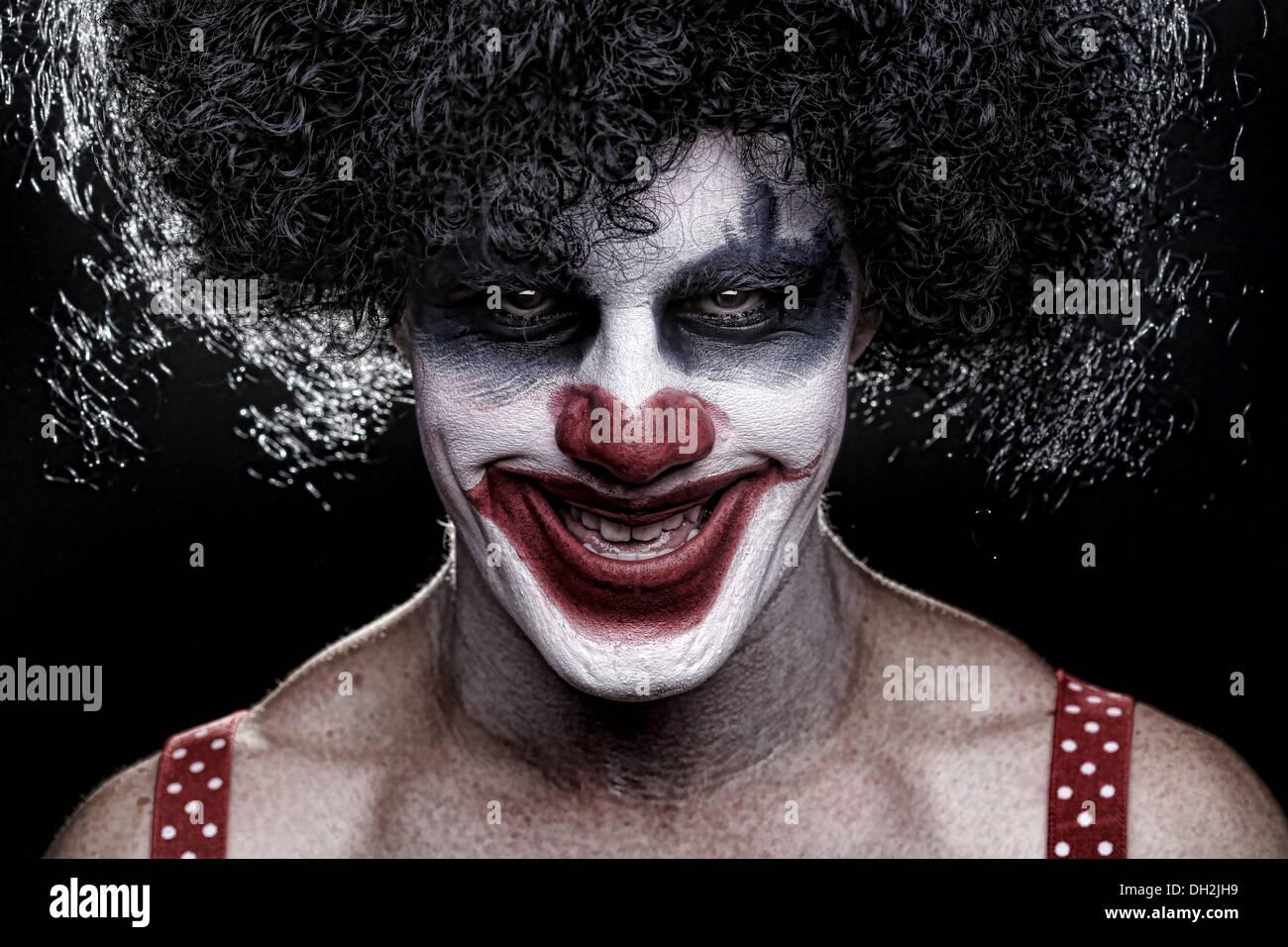 Evil Clown effrayant Portrait sur fond noir Photo Stock