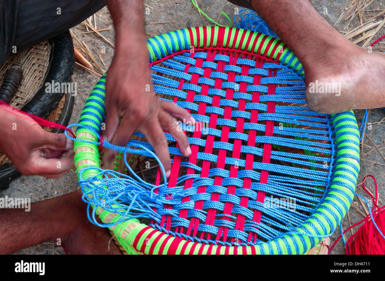 Tabouret En Plastique Mudha Tissage Homme Assis Pour Ajmer Rajasthan