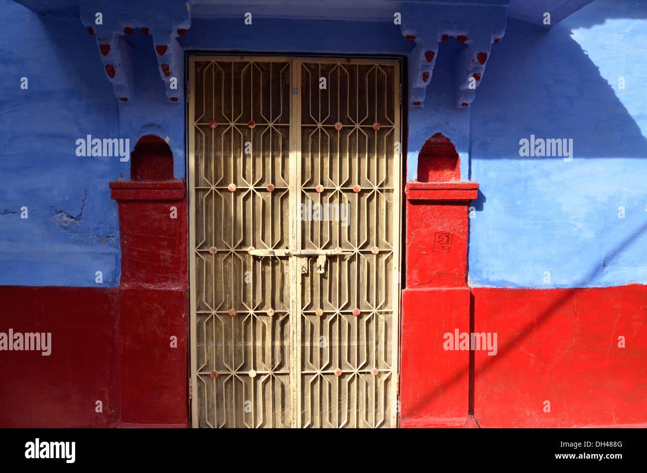 Chambre Jaune, murs bleu porte pilier rouge alcôve Jodhpur ...
