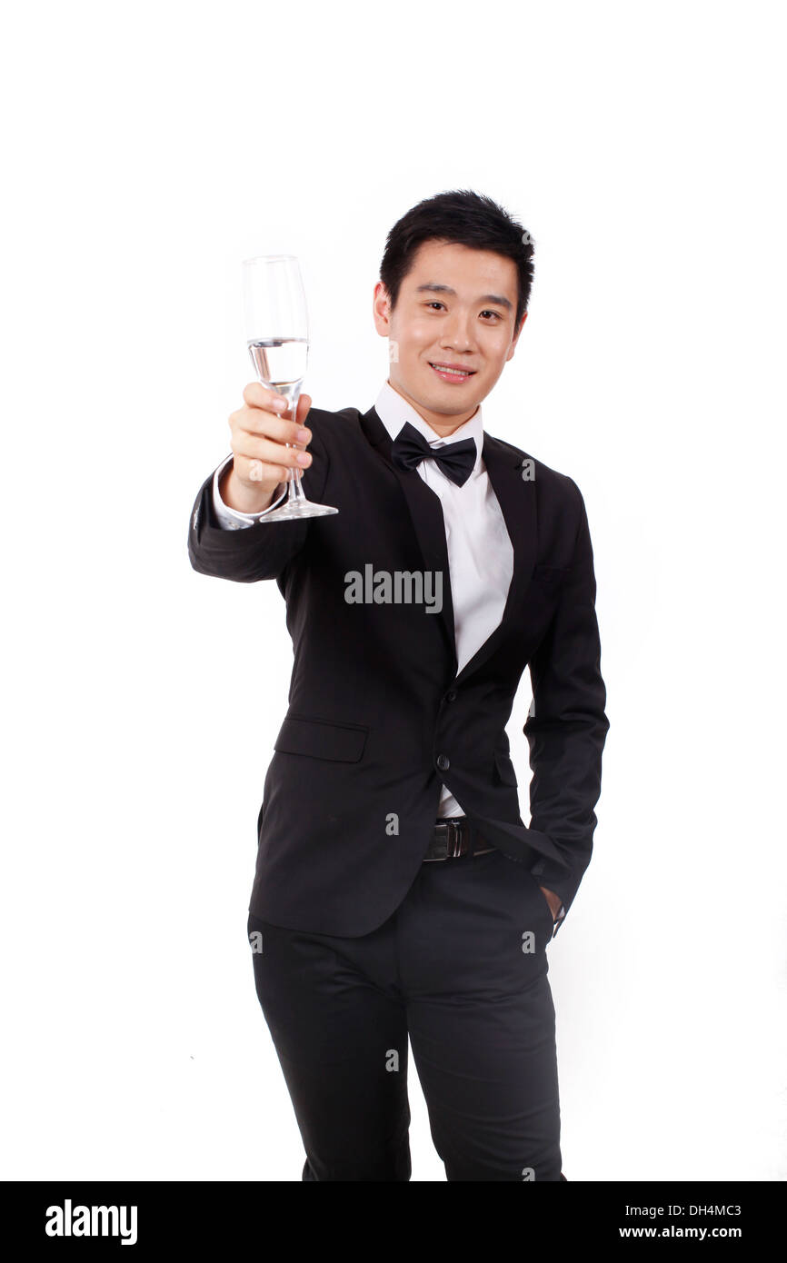 Man in tuxedo holding a glass of champagne Banque D'Images