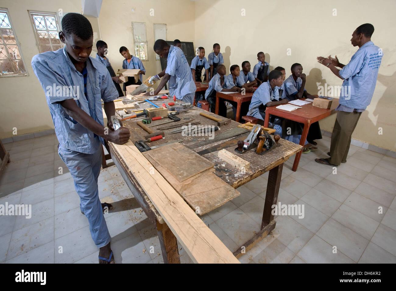 Formation Menuiserie D Art les étudiants en charpenterie et menuiserie classe de