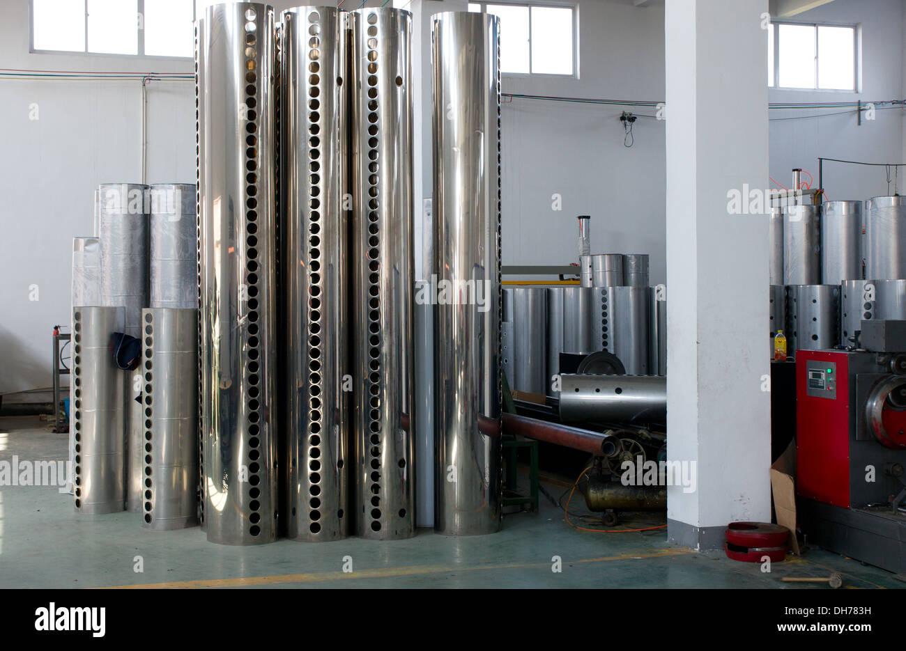 Les réservoirs de chauffe-eau solaire à tubes sous vide Photo Stock