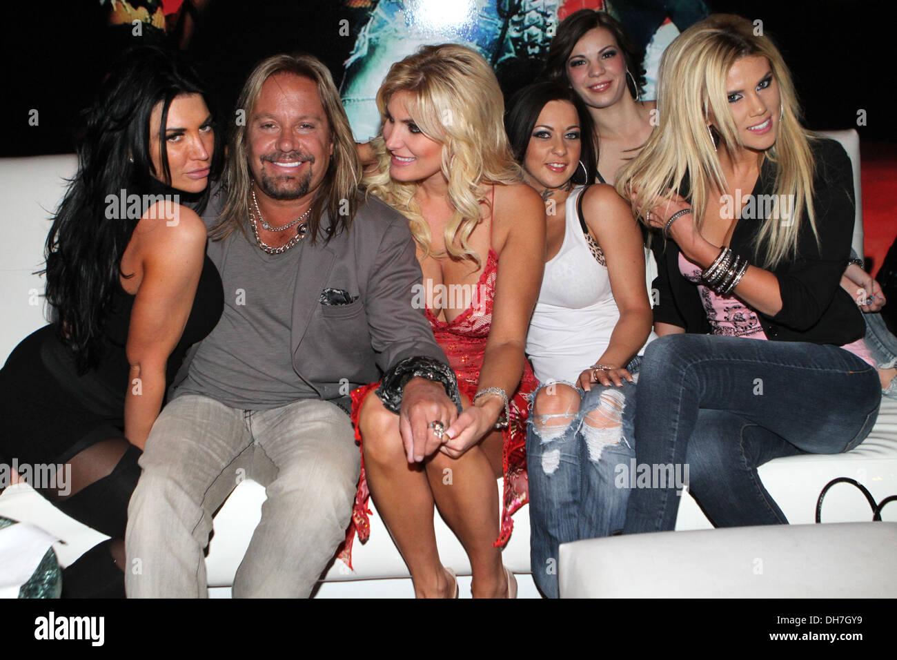Vince Neil Ouvre Son Nouveau Club De Strip Girls Girls