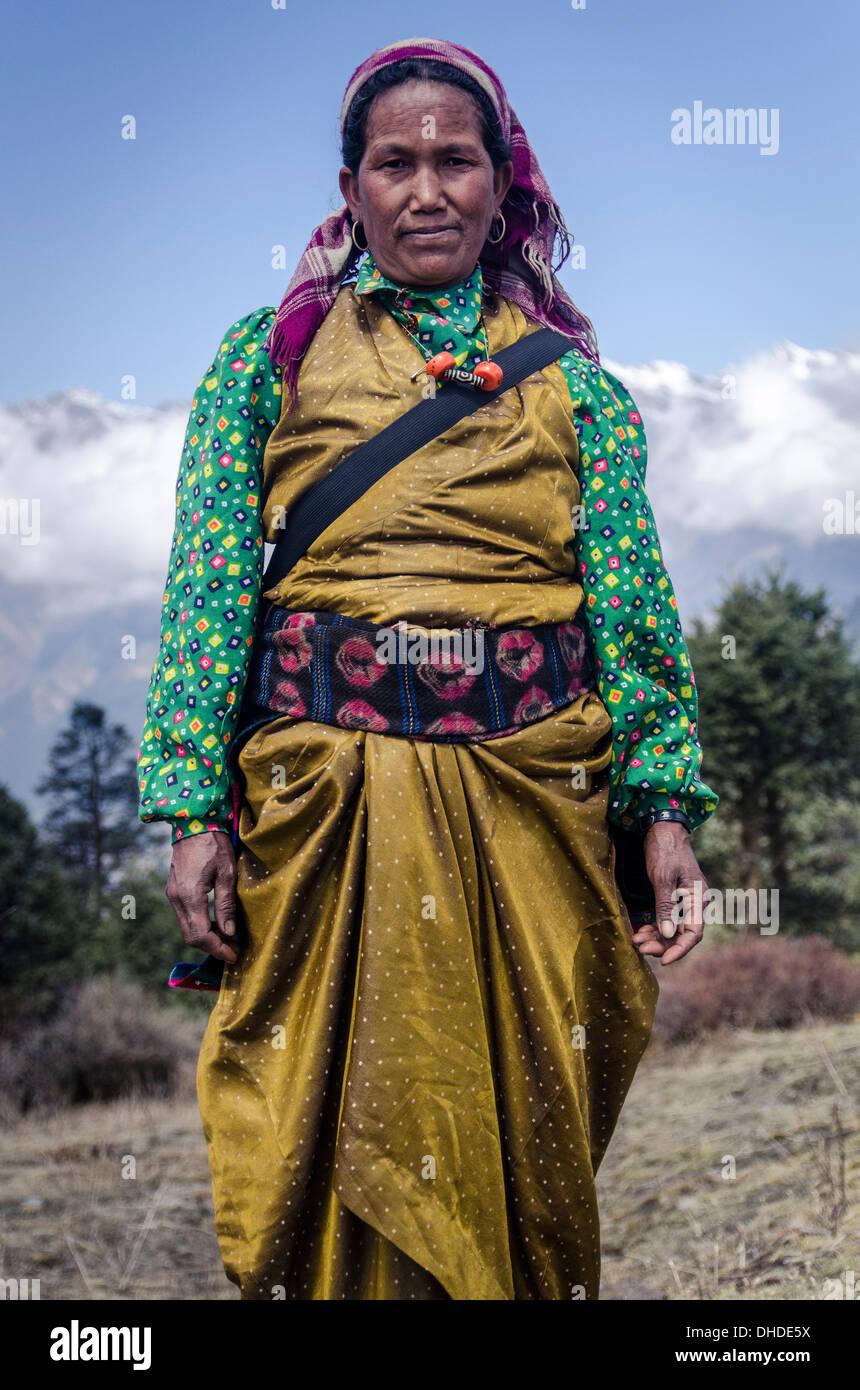 Traditionnel En Simple Une Face De Femme L'himalayaLa Costume odWrCxBe