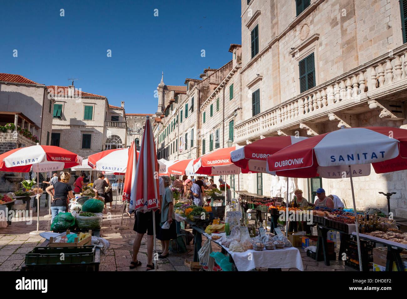 La place Gundulic en marché, Dubrovnik, Croatie, Europe Banque D'Images