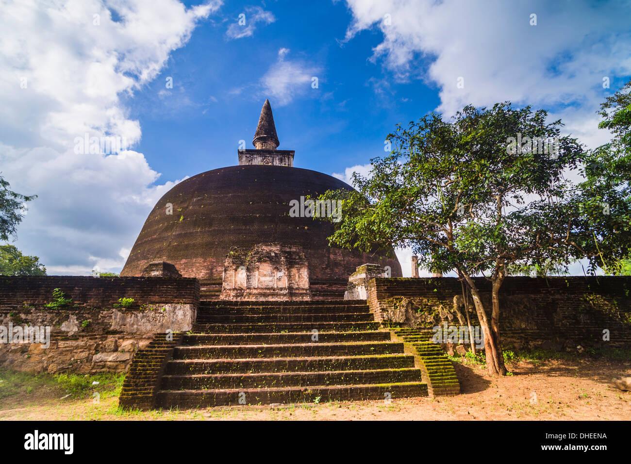 Rankot Vihara Dagoba, Polonnaruwa, Site du patrimoine mondial de l'UNESCO, le Sri Lanka, l'Asie Photo Stock