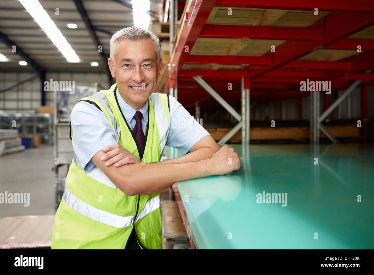 Portrait du directeur de l'entrepôt à entrepôt d'ingénierie Photo Stock