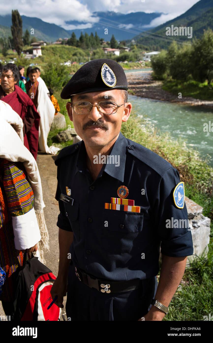 Le Bhoutan, Thimphu Dzong, Tsechu festival annuel, sécurité, policier à terrain du festival Photo Stock