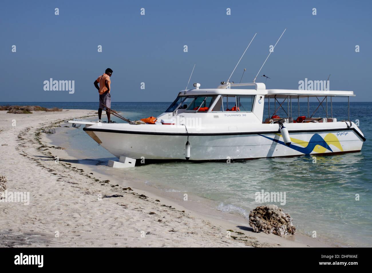 Bateau amarré sur une île, Royaume de Bahreïn Photo Stock