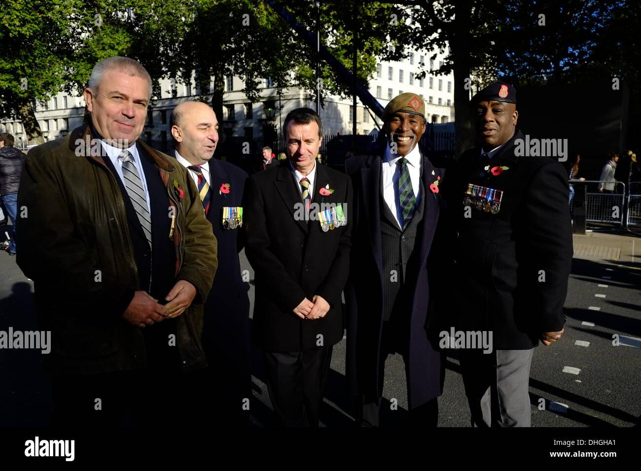 Rencontrez des militaires ex avec de vieux camarades Photo Stock
