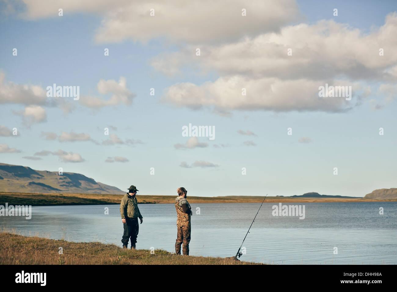 Les hommes sur voyage de pêche Photo Stock