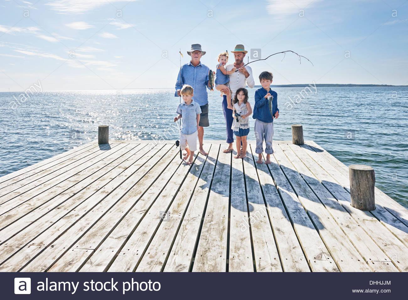 Family sur voyage de pêche, Utvalnas, Suède Photo Stock