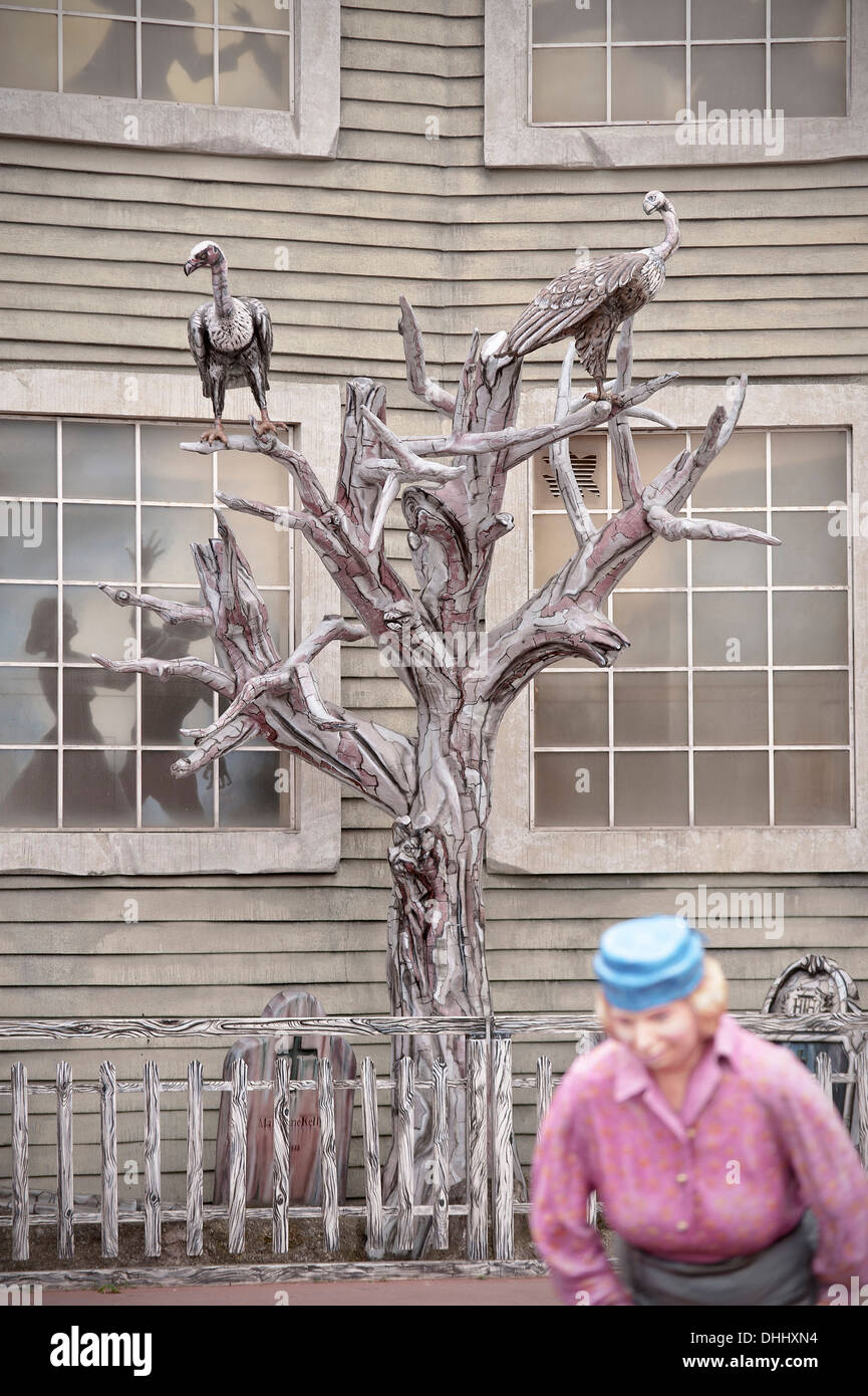 Façade de maison hantée dans le parc à thème de la Wiener Prater, Vienne, Autriche, Europe Photo Stock