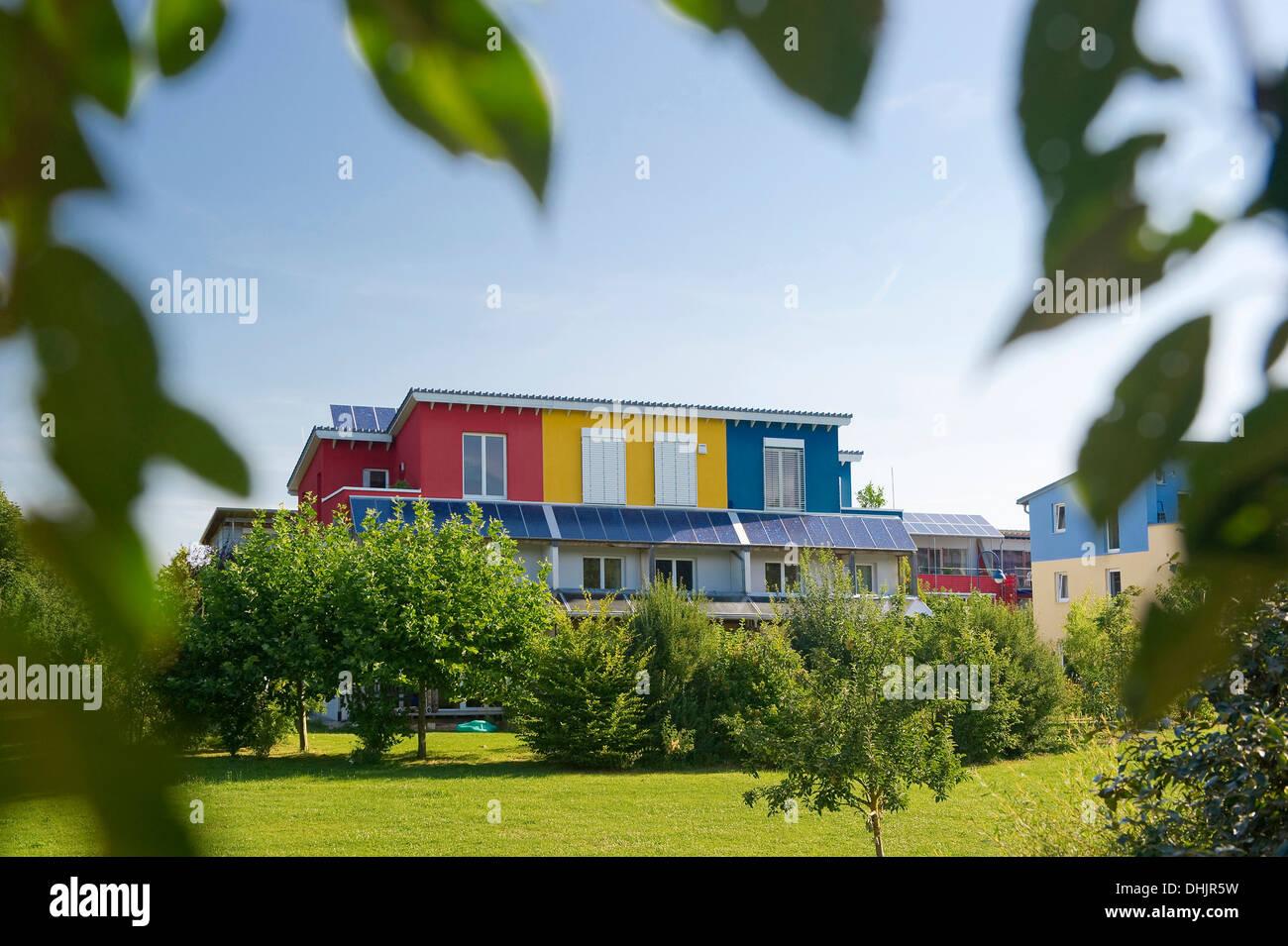 Maison passive dans le quartier Rieselfeld, Freiburg im Breisgau, Forêt-Noire, Bade-Wurtemberg, Allemagne, Europe Photo Stock