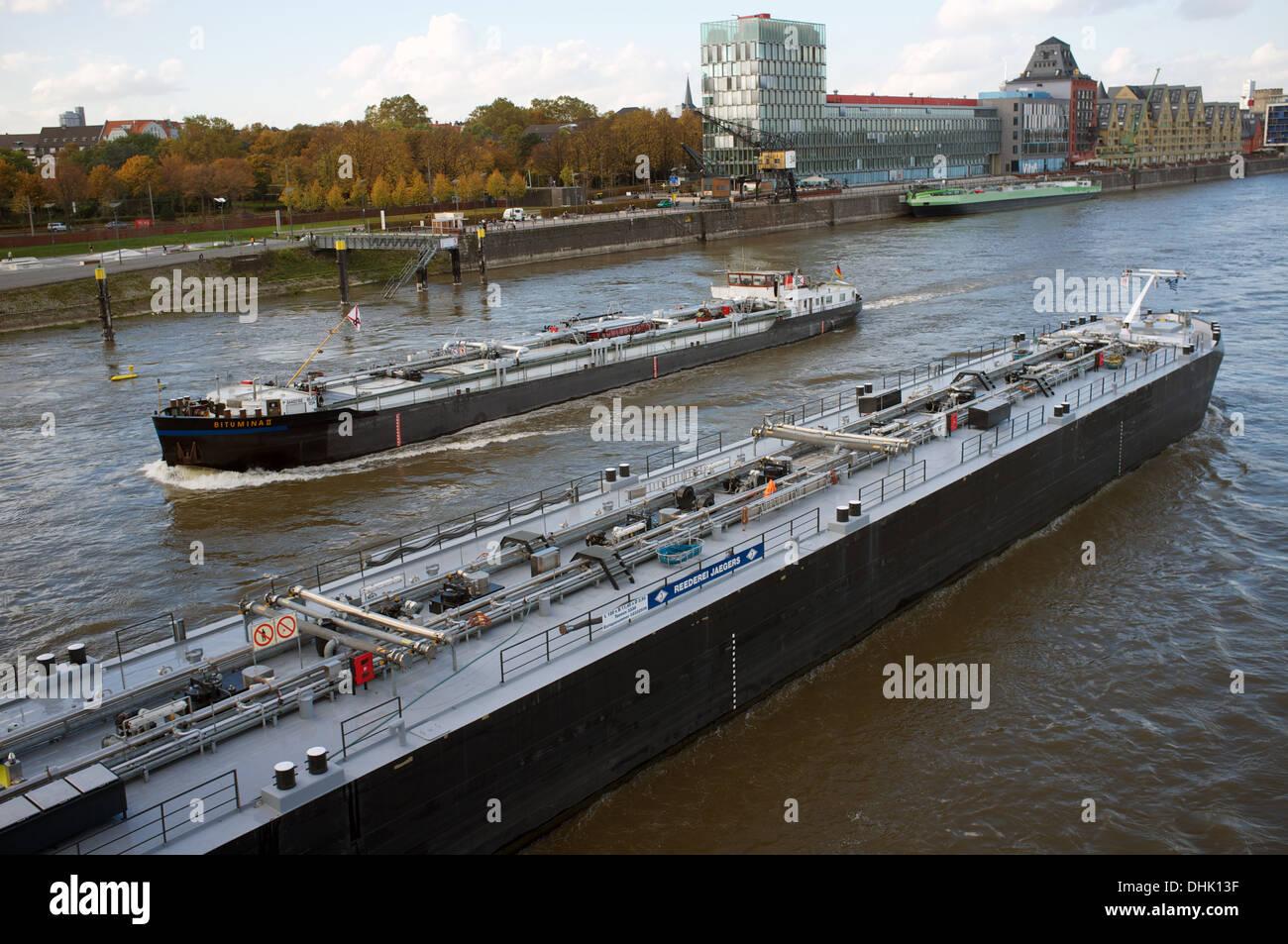 Les pétroliers, Rhin, Cologne, Allemagne. Banque D'Images
