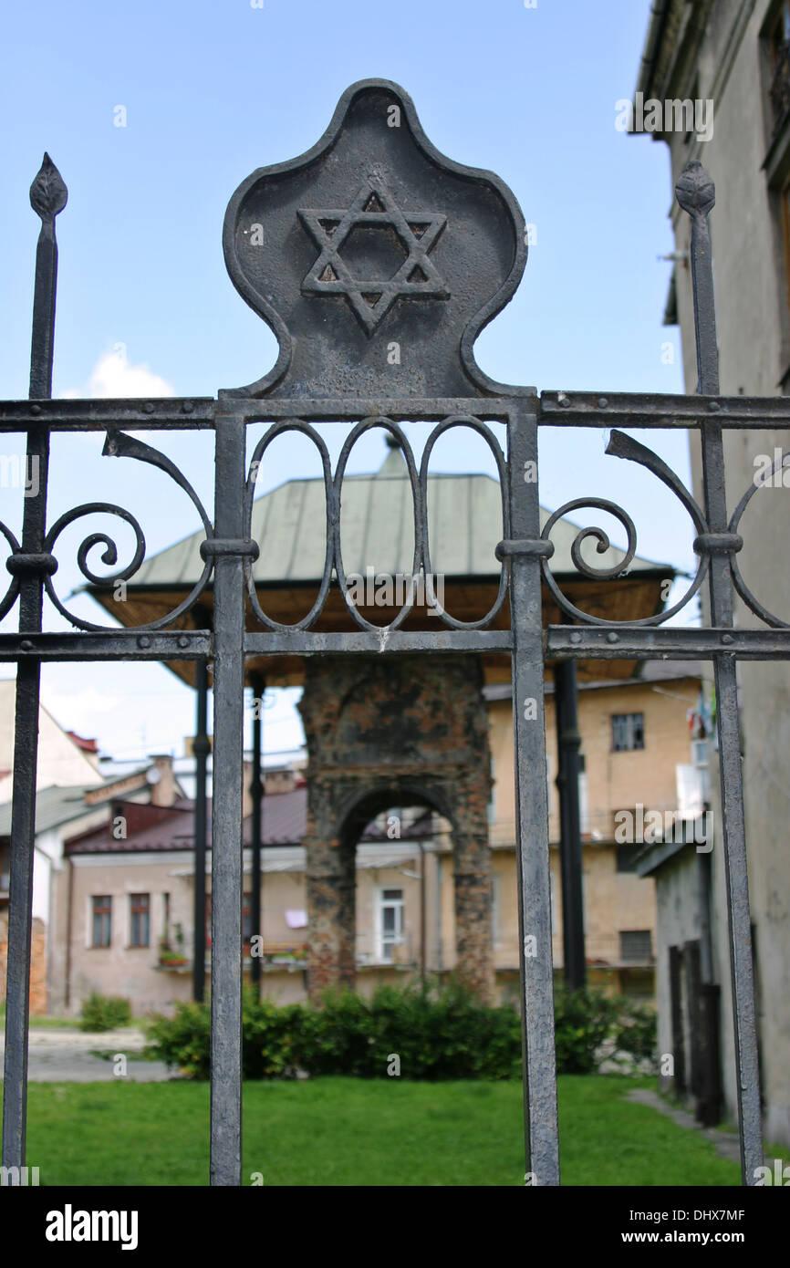 Toile De David Sur Les Portes Au Reste La Bimah Du Vieux Synagogue Juive Tarnow Pologne