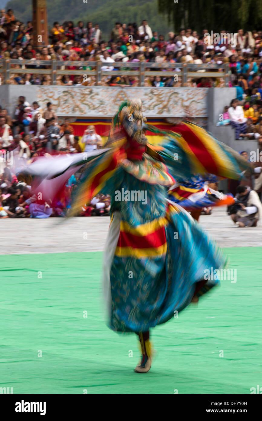 Le Bhoutan, Thimphu Dzong, Tsechu annuel, la danse des trois sortes de Ging, danseuse floue Photo Stock