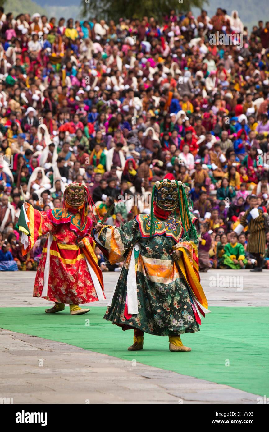 Le Bhoutan, Thimphu Dzong, Tsechu annuel, la danse des trois types de pelage Ging, Gingsum danseurs costumés Photo Stock