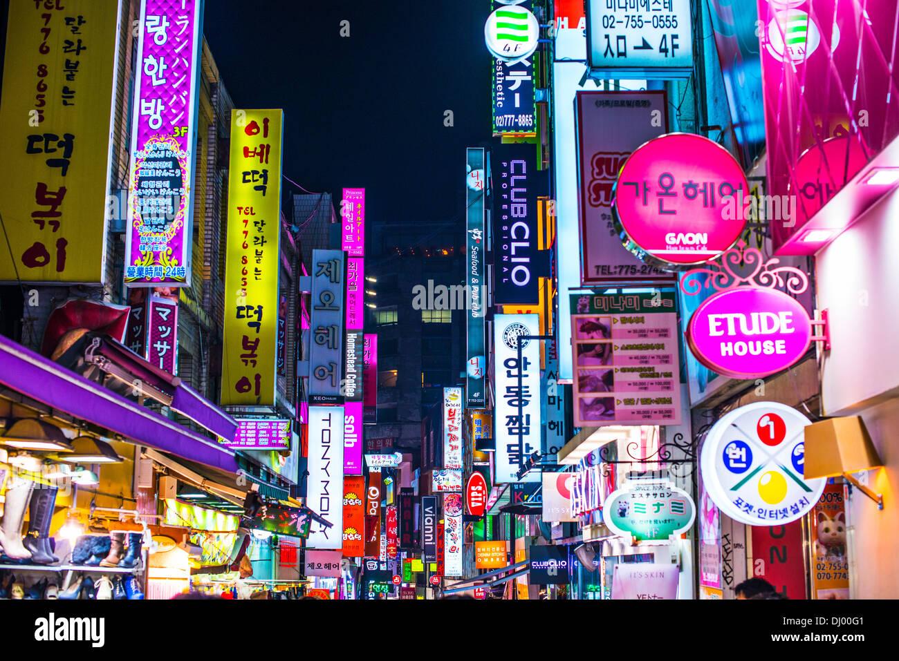Myeong-dong district de Séoul, Corée du Sud. Photo Stock