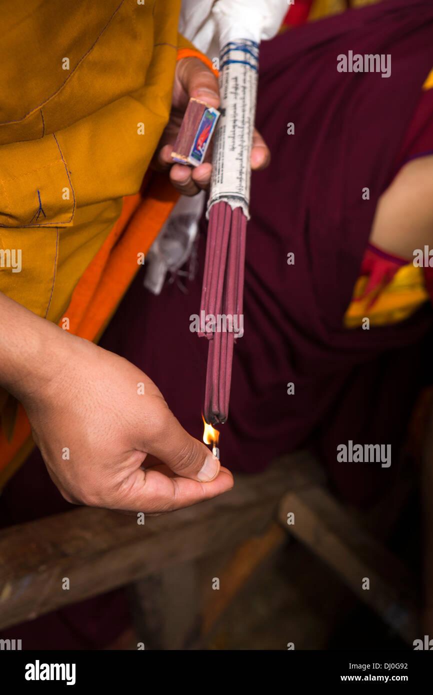 Le Bhoutan, Thimphu Dzong, Tsechu annuel, de l'éclairage d'encens de cérémonie avec correspondent Photo Stock