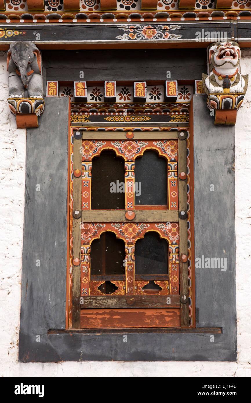 Le Bhoutan, Thimphu Dzong, détail de la structure de la fenêtre en bois peint décoré Photo Stock