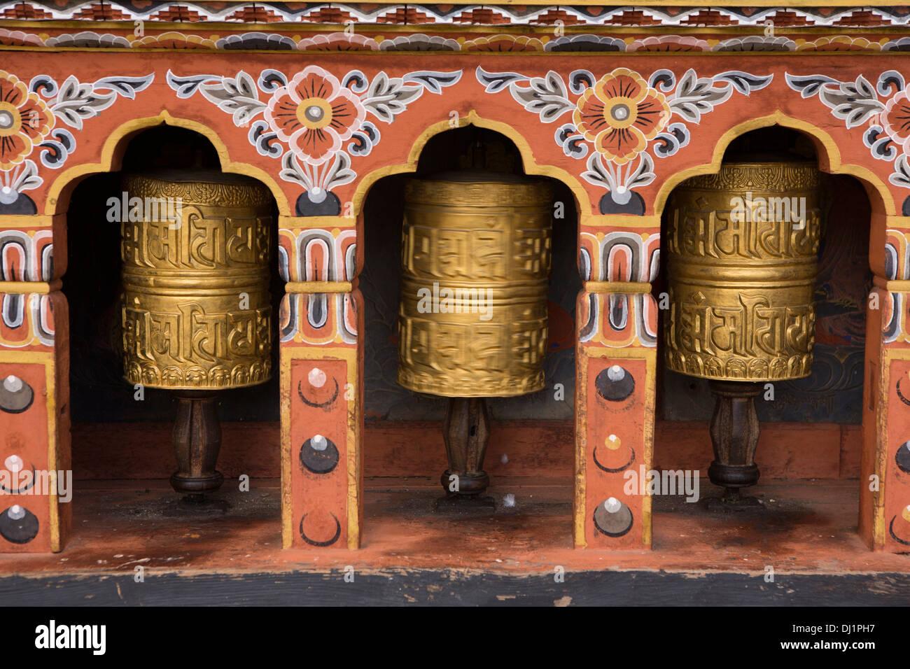 Le Bhoutan, Thimphu Dzong, tourner les roues de prière Photo Stock