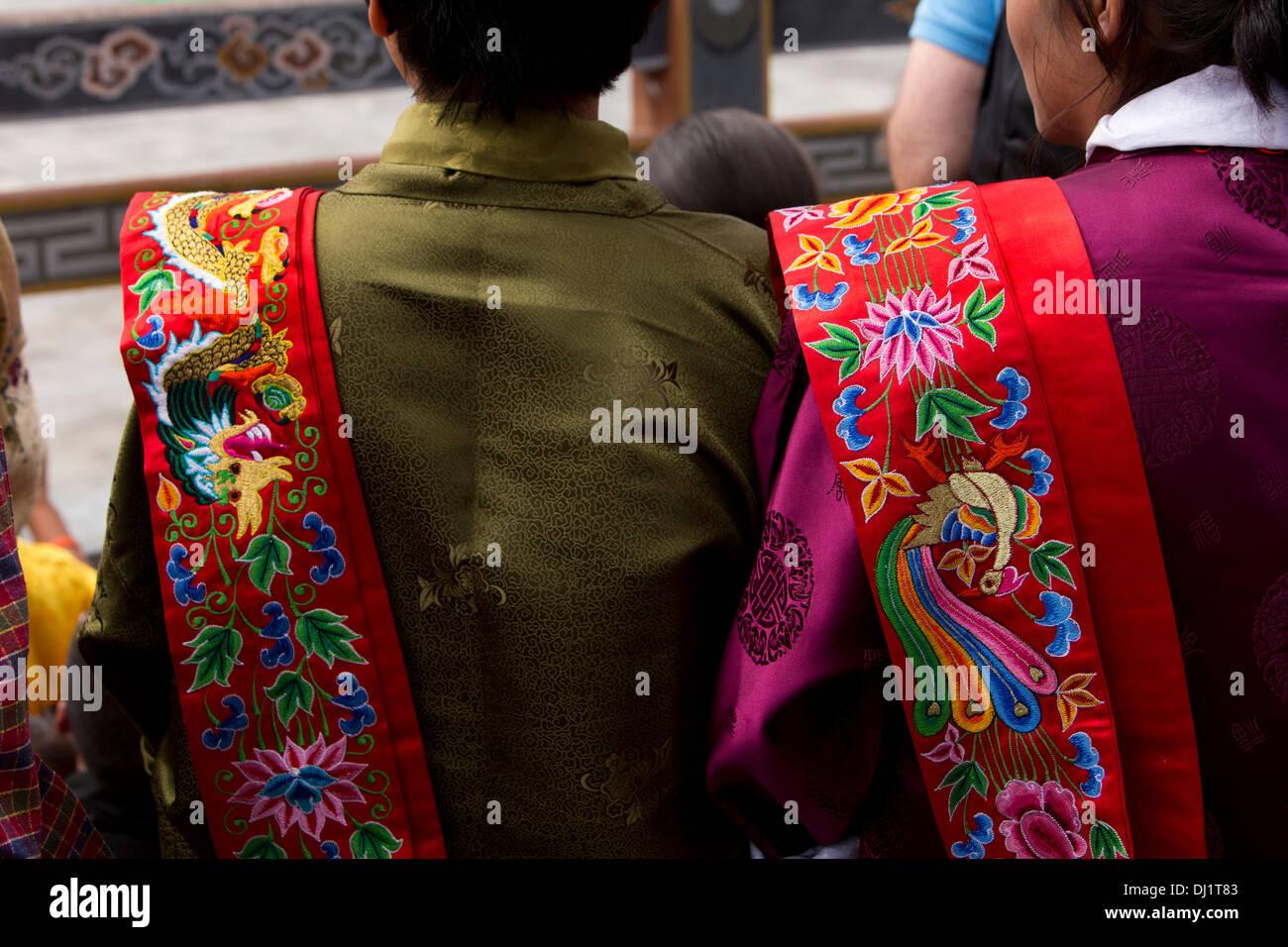Le Bhoutan, Thimphu Dzong, Tsechu annuel, les femmes portant des écharpes dentelle Photo Stock