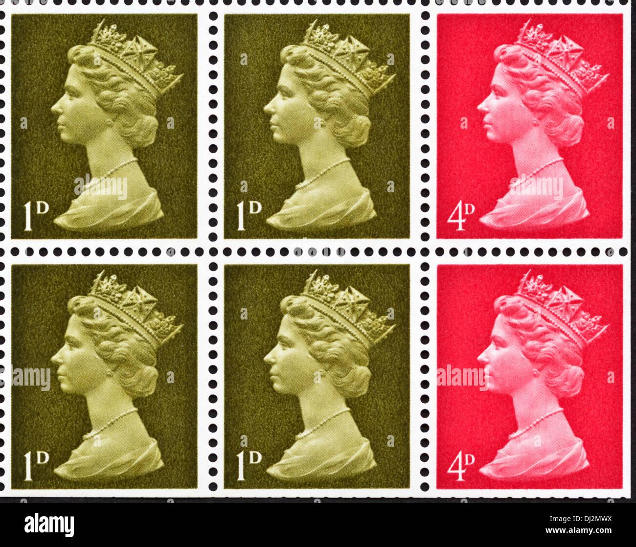 La reine Elizabeth II des timbres-UK 1D & 4d question définitive du livre de timbres du 1969 Banque D'Images