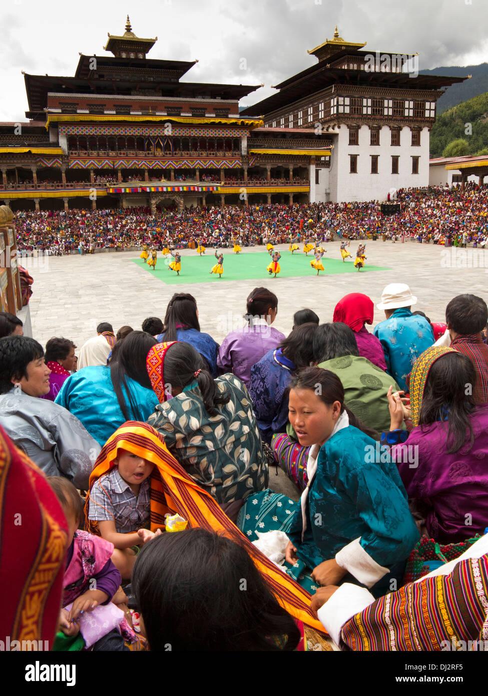 Le Bhoutan, Thimphu Dzong, Tsechu annuel, l'auditoire autour du festival Photo Stock
