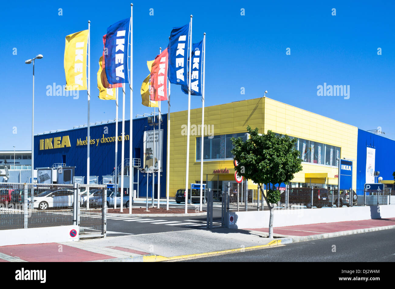 ikea dh superstore europe drapeaux et ikea shop entr e avant madrid espagne exterior banque d. Black Bedroom Furniture Sets. Home Design Ideas