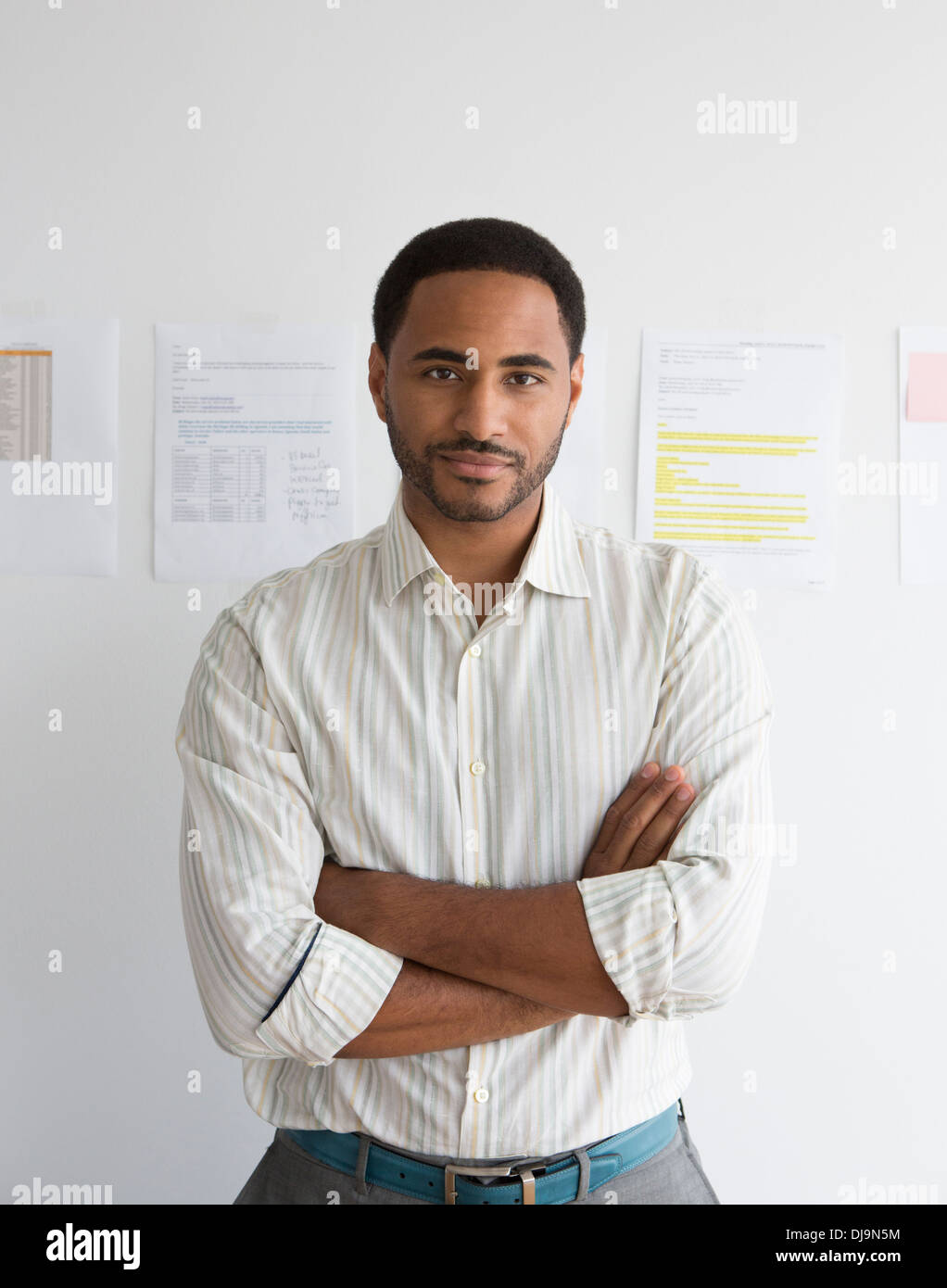 Black businessman standing in office Banque D'Images