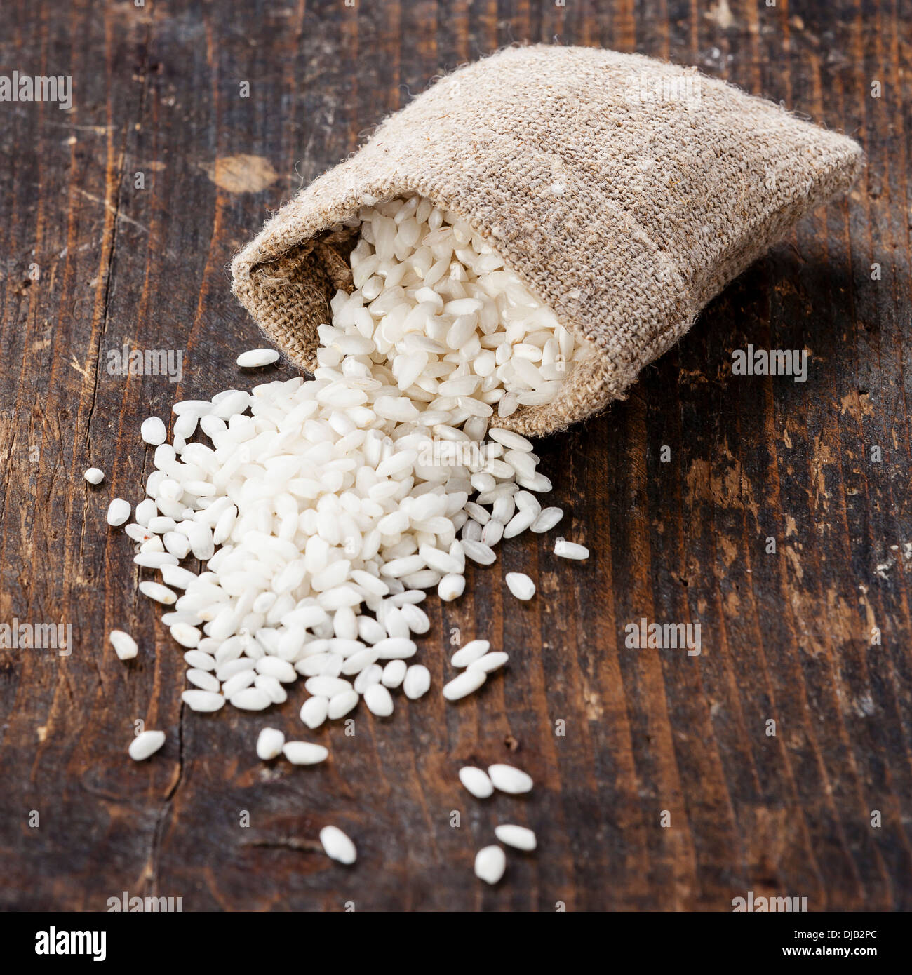 Riz blanc cru en sac de toile Photo Stock