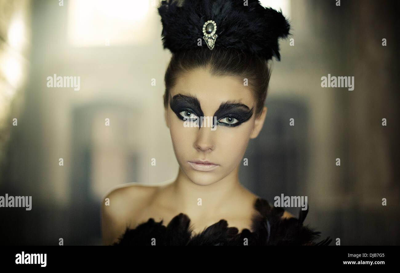 Portrait du jeune danseur de ballet comme un cygne noir Photo Stock