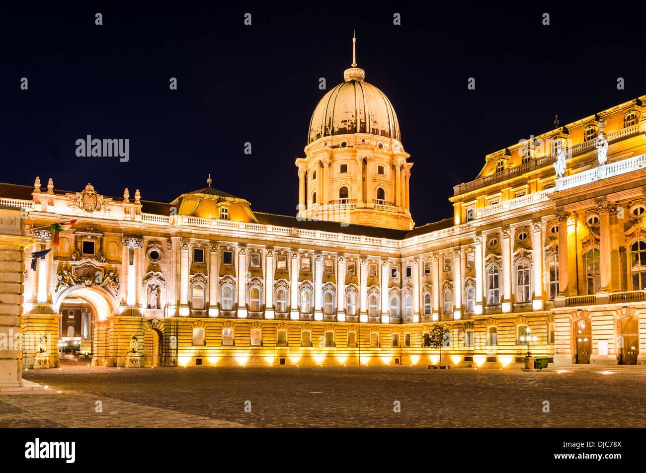 Château de Buda a été construit sur la pointe sud de la colline du château à l'époque médiévale, célèbre pour l'architecture baroque. Budapest, Hongrie. Photo Stock