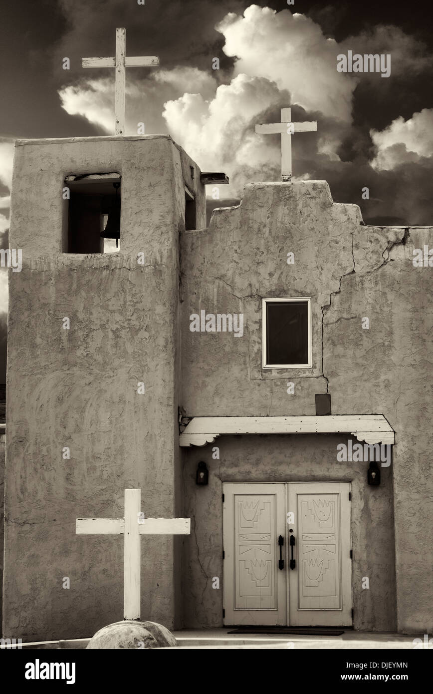 L'église Santa Clara Pueblo. Nouveau Mexique Photo Stock