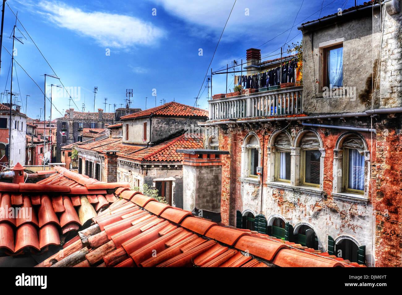 Vue sur les toits du Sestiere de San Polo à Venise, Italie Photo Stock