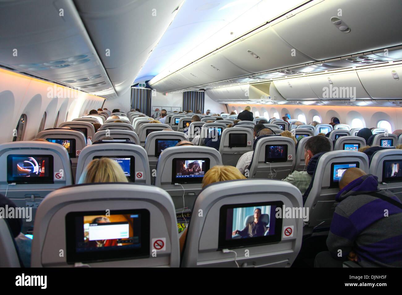 lintrieur dun boeing 787 dreamliner thompson airways avion montrant le passager individuel dans lcran de divertissement de bord