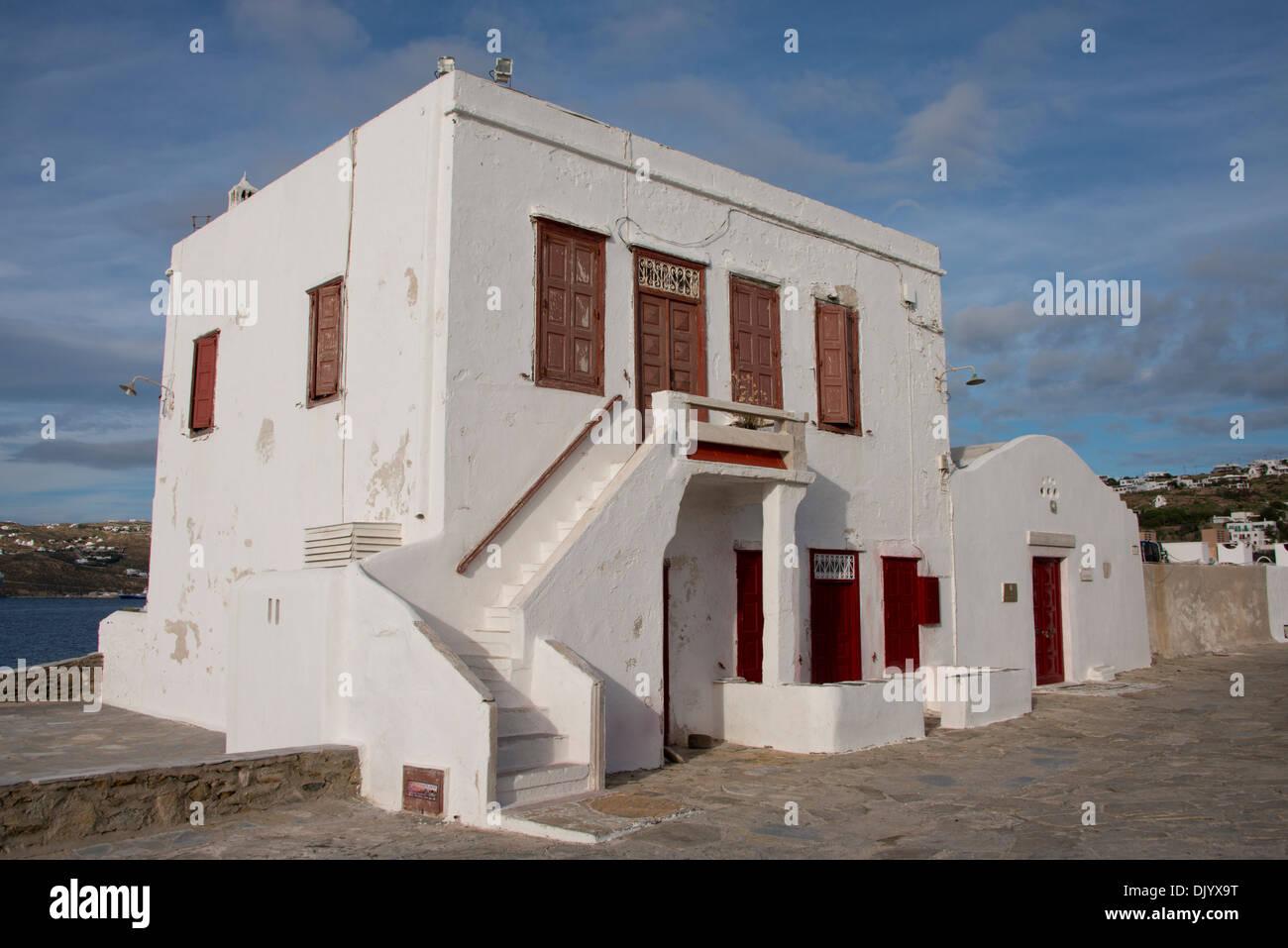 Grèce, Groupe d'îles des Cyclades, Mykonos, Hora. Sur le toit typique blanchi à la chaux montrant l'architecture traditionnelle des Cyclades. Banque D'Images