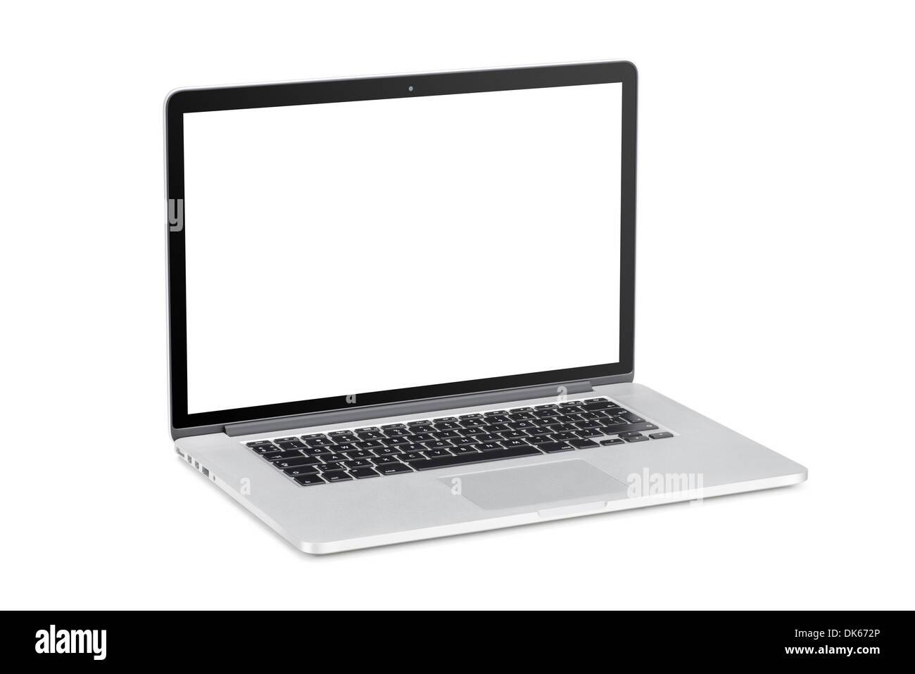 Tourné à un angle léger ordinateur portable moderne avec de l'écran vide isolé sur fond blanc. Haute qualité. Banque D'Images