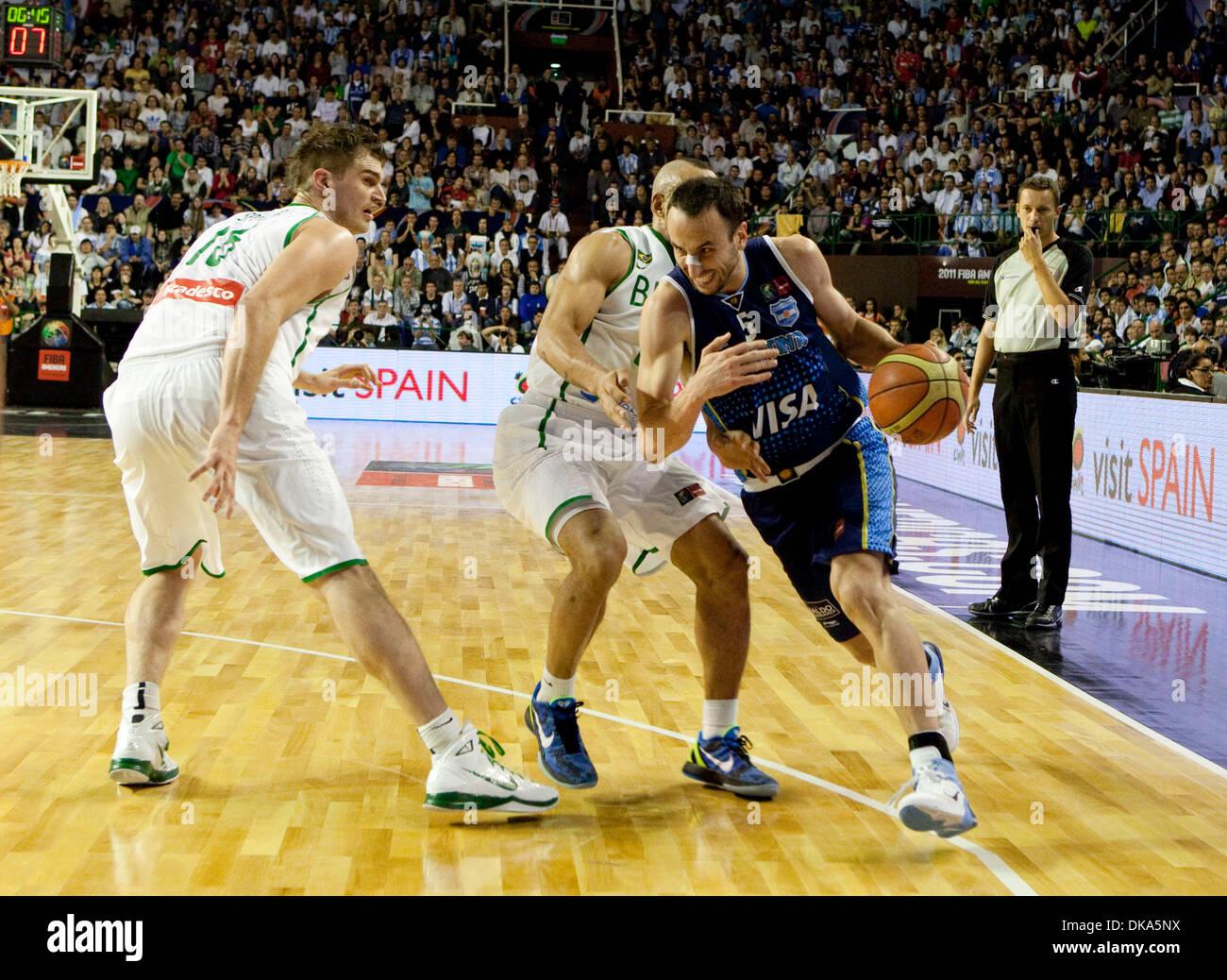 11 septembre 2011 - Mar del Plata, Buenos Aires, Argentine - Argentine MANU GINOBILI du Brésil en dribblant Tiago Banque D'Images