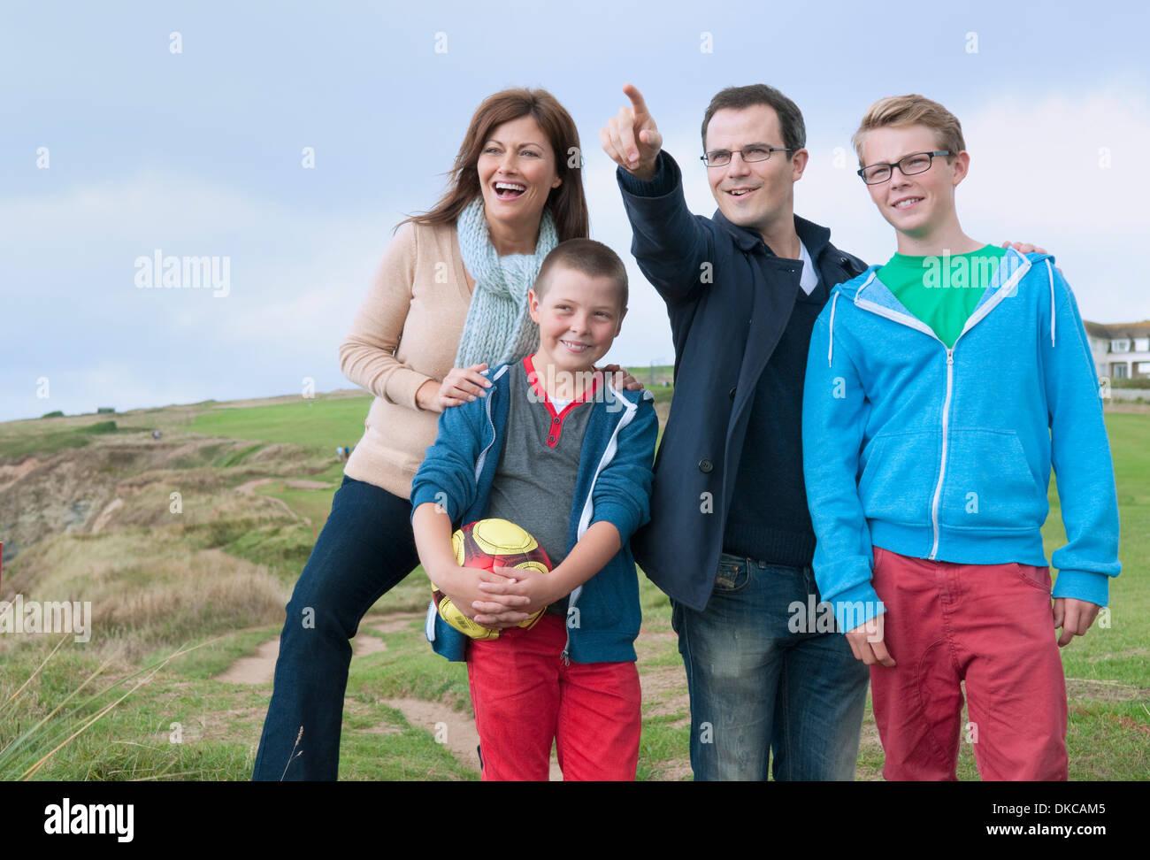 Portrait de famille sur les dunes de sable Photo Stock
