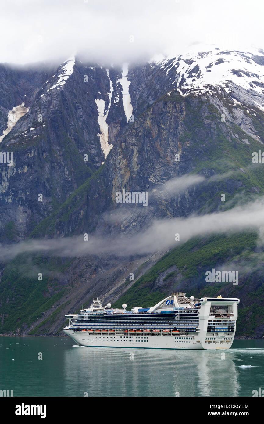 Bateau de croisière dans le fjord Tracy Arm, Alaska, États-Unis d'Amérique, Amérique du Nord Photo Stock