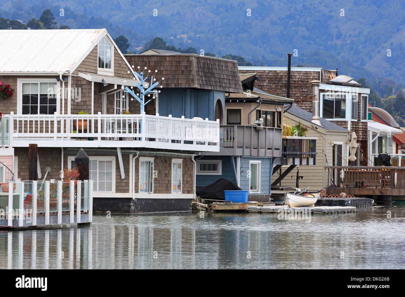Péniches à Sausalito, comté de Marin, en Californie, États-Unis d'Amérique, Amérique du Nord Photo Stock