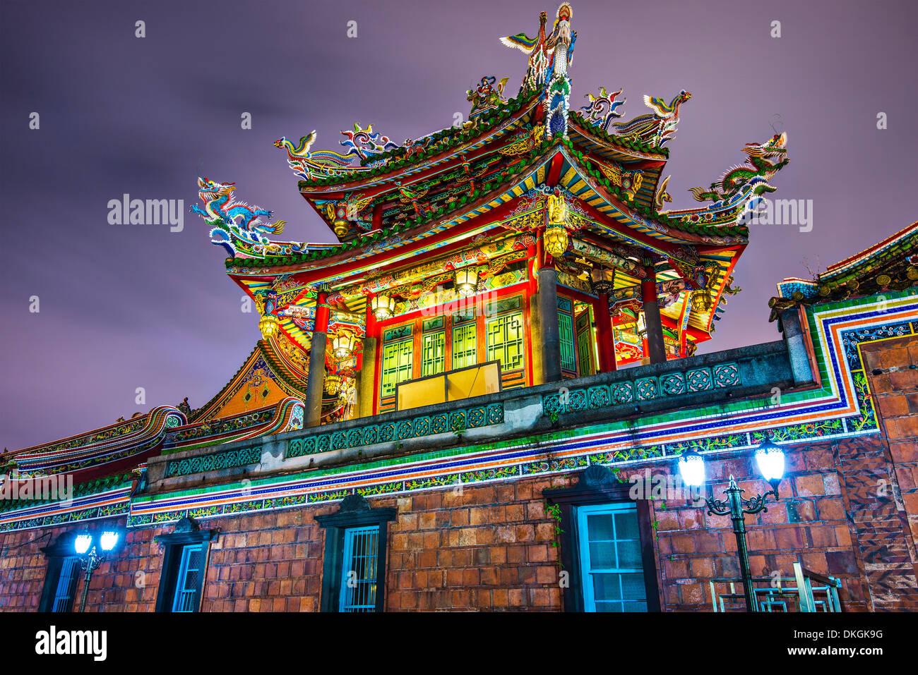 Détail de la paroi extérieure Temple de Longshan à Taipei, Taiwan. Photo Stock