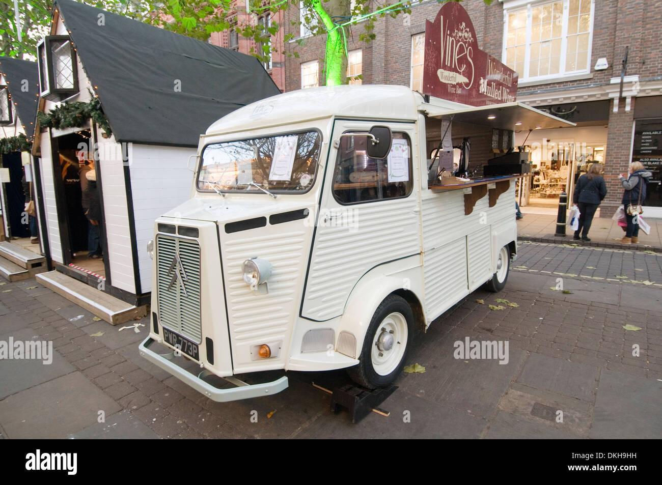 Citroën H Van cars paysan français vieux pressages enfoncé en acier ondulé Banque D'Images