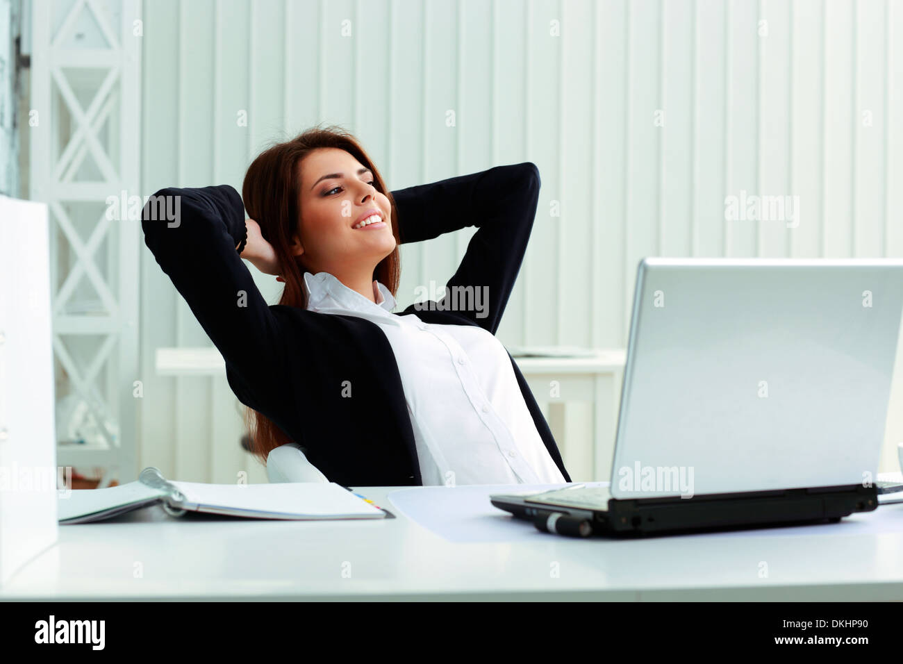 Young happy businesswoman resting in office Banque D'Images