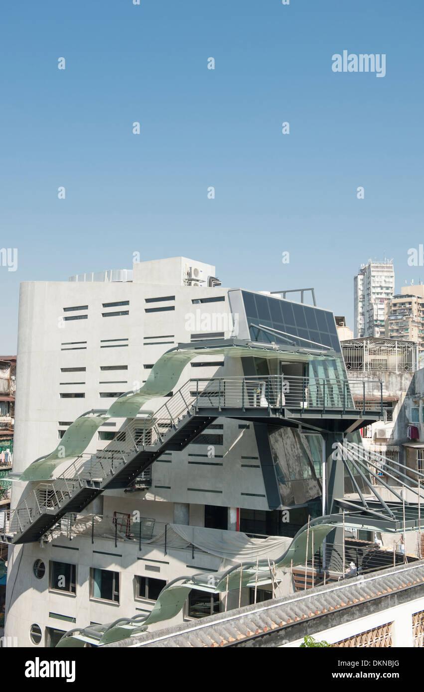 L'architecture moderne en bordure de la traditional Chinese Mandarin House à Macao, RAS de Chine Banque D'Images