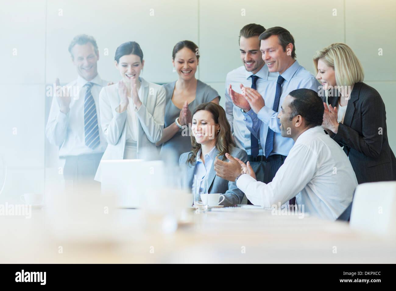 Les concepteurs d'affaires en réunion Banque D'Images