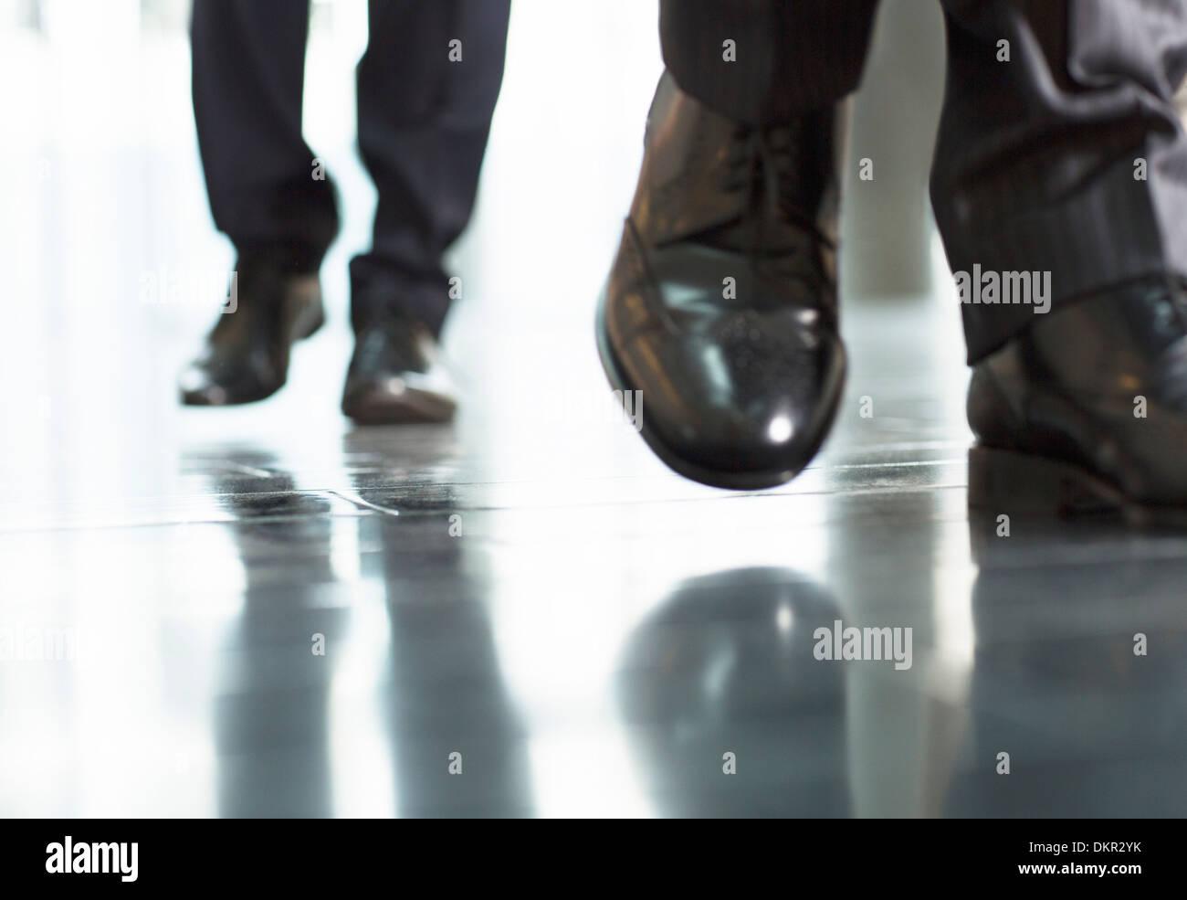 Close up of businessmens pieds Photo Stock