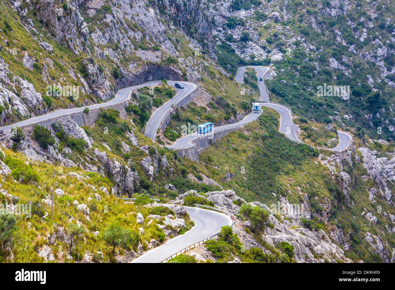 Drive Mallorca Baléares Sa Calobra courbe bus island nature montagne paysage route du col de rochers visites Espagne Europe forte Photo Stock